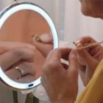 Настенное зеркало с 10ти кратным увеличением и светодиодной подсветкой на присоске