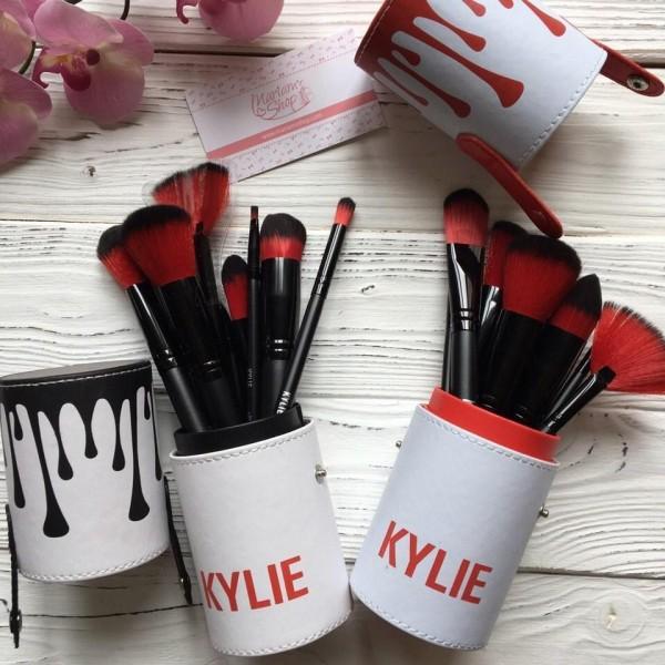 Кисти для макияжа в тубе Kylie Jenner